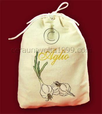 Sacchetto porta aglio ricamato.