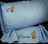 Completo lenzuola ricamate personalizzate per letto singolo.