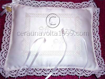 Cuscino Portafedi Con Iniziali.Cuscino Porta Fedi Camelia Bianco Idee Regalo Originali